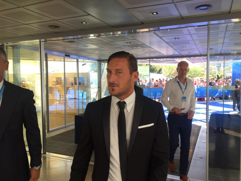 Totti spopola su Instagram: 1,1 milioni di follower ed eguaglia la Roma